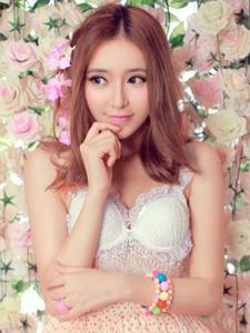 性感车模杨雅熙演绎浪漫美少女
