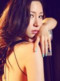 刘梓妍性感熟女写真 露背黑色长裙妩媚动人