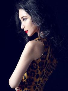 刘梓妍冷艳时尚写真 豹纹裙动人双生花