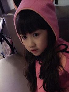小美女吳聊聊粉色衣服漂亮臉蛋