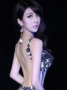 CJ最美女主持夏小薇性感火辣出席活动