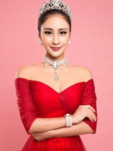 安金莉娅红裙写真美艳极了