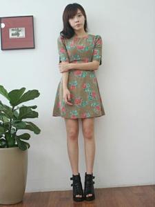 甜美女孩郑惠媛裙子写真图片