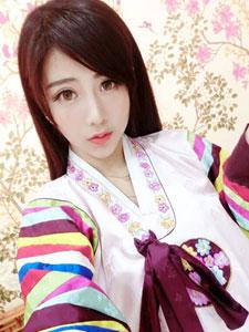 网络红人夏小薇甜美粉嫩自拍