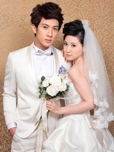 吴尊与老婆林丽莹唯美婚纱照 低调奢华的郎才女貌