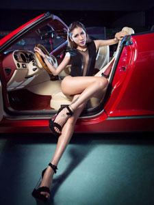 香车美女张已桂的美腿迷人