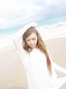 小滨崎步海边靓丽迷人写真