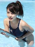 美女柏木由纪泳池比基尼写真