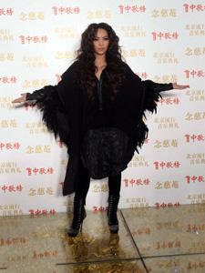 张惠妹时尚装扮迷人