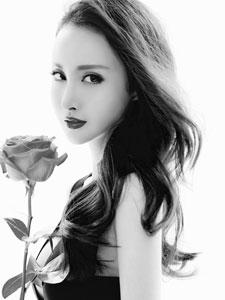 王若心黑白写真女王范十足