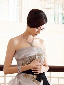 蒙嘉慧拍优雅婚纱写真 为与伊健结婚预热