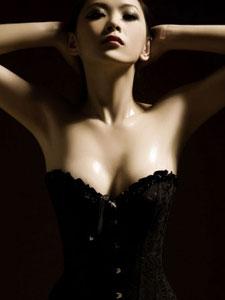 平面模特范诗琪上演黑色诱惑写真