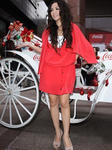 张惠妹性感红裙身材曼妙