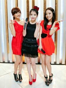 可爱女李智恩与朋友们的合照