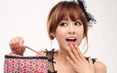 张子萱甜美装扮壁纸图片