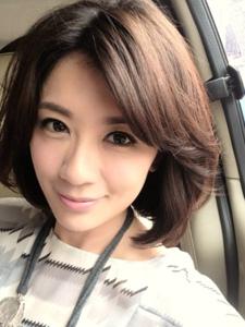 台湾气质美女贾静雯自拍照