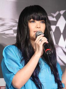 张惠妹蓝裙迷人甜美