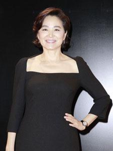 林青霞身着黑色低胸裙为新作《云去云来》举行讲座
