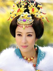 杨怡《后宫》中古装剧照
