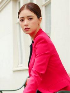 蒋欣欧洲时尚写真大片 尽显高贵冷艳女王气质