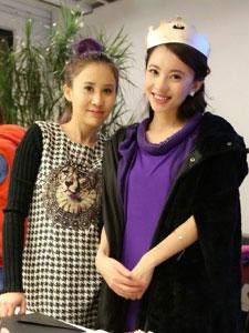 甜美女孩刘萌萌与小伙伴们的合照