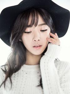 裴涩琪白衣青春写真甜美迷人