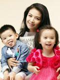 刘涛儿女幸福温馨写真 儿子帅气女儿可爱
