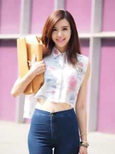 性感女神周韦彤时尚街拍照