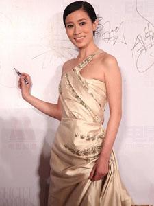 佘诗曼出席活动长裙高贵优雅