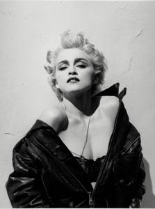 性感女神麦当娜 黑色半裸皮衣大秀双峰
