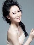 演员石天琦淡粉露肩迷人写真展淑女风范