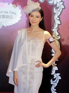 国民女神高圆圆一袭白色蕾丝裙出席活动