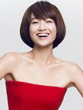 朱丹红色喜庆礼服写真 干练短发甜美笑容