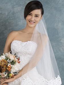张歆艺唯美婚纱写真 幸福笑容感染他人