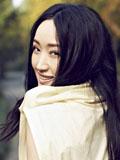 杨钰莹新专辑《遇江南》气质写真 清透妆容双眸传情