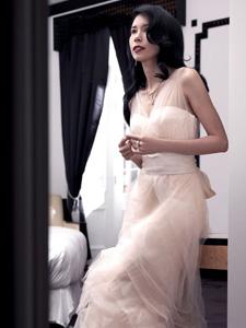莫文蔚洁白婚纱照清纯迷人