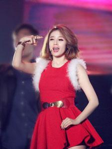 朴智妍红色连衣裙尽显女神风范
