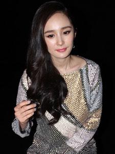 辣妈杨幂出席时尚活动 尽显优雅女人味