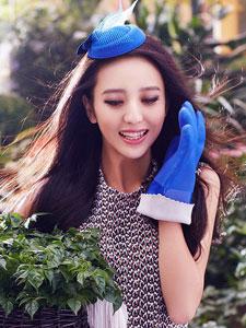 佟丽娅清新写真大展甜美笑容
