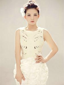 李湘唯美写真照 白裙子显清新