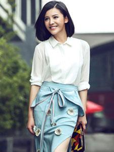 杨子姗时尚街拍写真 明媚笑容温暖人心