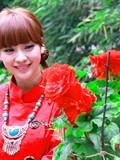 柳岩红裙挽发丽江完美写真美图