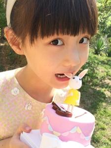 超萌小美女纪姿含微博照