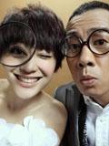 陈小春应采儿搞怪结婚照很潮很时尚