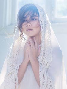 歌手朱婧白衣写真似仙女