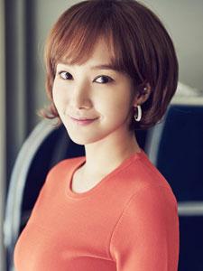 韩星朴敏英气质优雅笑容迷人