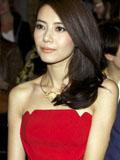 高圆圆抹胸红裙亮相巴黎时装周