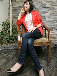 秋瓷炫牛仔红衣显示曼妙身材