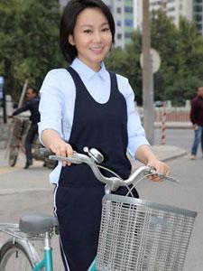 女星闫妮清新运动风写真大片