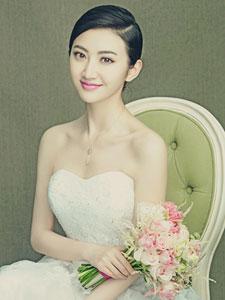 景甜拍摄婚纱写真大片 美丽又动人